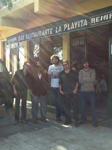 El cantante y guitarrista del Delta del Misisipi, Jimmy Burns, comió en el Restaurante La Playita.
