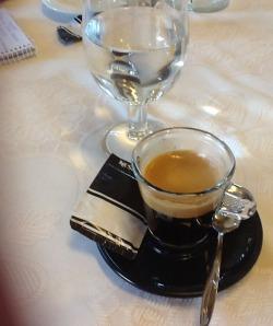 Un café en el Restaurante La Playita