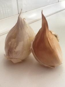 El ajo tiene propiedades antibióticas y fortalecedoras del sistema inmunológico.