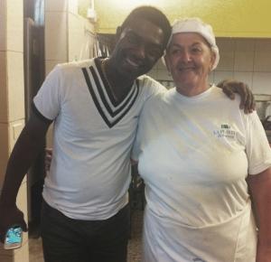 Manolito Simonet y Candelaria, nuestra cocinera en La Playita.